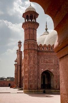 Badshahi mosque in Lahore, Pakistan Mosque Architecture, Religious Architecture, Architecture Portfolio, Art And Architecture, Ancient Architecture, Pakistan Art, Pakistan Travel, Lahore Pakistan, Great Buildings And Structures