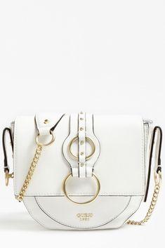 GUESS Dixie Crossbody Bag HWVB4571210 je velice elegantní a překvapivě prostorná kabelka bílé barvy. Luxusní vzhled kabelky podtrhují kovové detaily ve zlatém tónu. Zapínání je řešeno magnetem. Versace, Chloe, Crossbody Bag, Bags, Handbags, Shoulder Bag, Cross Body Bags, Bag, Shoulder Bags