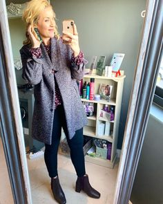 #coat #winterlook #beautiful #createyourownlook #aesthetic #boots #imageconsultant #saimage Post Pregnancy Clothes, Pre Pregnancy, Pregnancy Outfits, Winter Is Here, Winter Looks, Outfit Of The Day, Personal Style, Burgundy, Coat