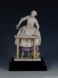 Henry Viii, Queen Mary, Chinoiserie, Snow Globes, Polka Dots, Pottery, Statue, Antiques, Porcelain