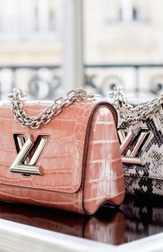 Fashion Designers Louis Vuitton Outlet, Let The Fashion Dream With LV Handbags At A Discount! New Ideas For This Summer Inspire You, Time To Shop For Gifts, Louis Vuitton Bag Is Always The Best Choice, Get The Style You Love From Here. Louis Vuitton Handbags, Fashion Handbags, Purses And Handbags, Fashion Bags, Cheap Handbags, Tote Handbags, Fashion Trends, Handbags Online, Fashion Styles