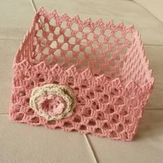 This Pin was discovered by Ayl Crochet Gifts, Crochet Doilies, Crochet Flowers, Crochet Stitches, Crochet Decoration, Crochet Home Decor, Crochet Bowl, Knit Crochet, Crochet Designs