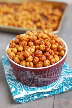 Want to know the secret to perfectly roasted chickpeas? Click to find out the recipe for this healthy snack!