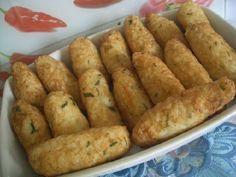A Receita de Bolinho de Arroz com Queijo é prática e deliciosa. A massa é feita com arroz e batata, o que deixa o bolinho mais leve e saboroso. O recheio é