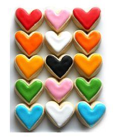 Love cookies: galletas con forma de corazón con mútiples colores. ¡No solo los corazones deben ser rojos! ;-) Por lookandremember #SanValentin #Cookies #Galletas
