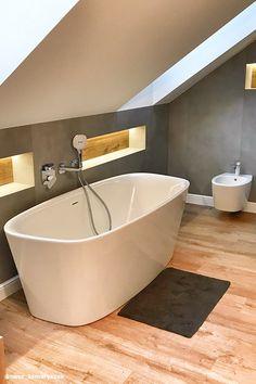 Dom w tamaryszkach 2 Loft Bathroom, Bathroom Plans, Bathroom Interior, Small Bathroom, Attic Bedroom Designs, Bathroom Trends, Loft Spaces, Bathroom Inspiration, New Homes