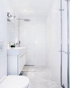 Jays in witte badkamer. Laundry In Bathroom, Bathroom Inspo, Bathroom Layout, Bathroom Inspiration, Minimal Bathroom, Simple Bathroom, Modern Bathroom, Bathroom Design Small, Bathroom Interior Design