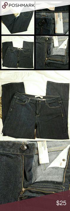 "Joe Boot Cut Dark Blue Jeans Joe Jeans Womens Jeans  Boot Cut Coupe Semi-Evasee 5 Pocket Dark Blue Size 14x29  Size 14 x 29 Dark blue color. No tears or rips. Waist: 35"" Inseams: 27.5"" Rise: 8.5"" Hem:8.5"" Hips: 18"" Zipper and button closure. Joe Jeans"