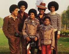 Michael Jackson and his brothers on their first European concert tour in Paris, France at the Olympia - Jackson 5 Era Randy Jackson, Michael Jackson One, The Jackson Five, Jackson Family, Jermaine Jackson, The Jacksons, Soul Music, Motown, Reggae