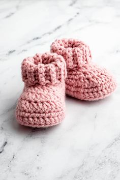 Free knitting patterns for infant booties, including lovable booties knit on two needles and in the round. #kasutbabyboy #amazon8 #Crochet Booties & S...