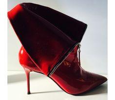 Bottines lacées Prada, sandales compensées Gucci... Zoom sur les chaussures stars qui ont foulé les podiums milanais.