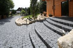 Der ARENA-VISTA Pflasterstein besticht durch seine reliefartige Oberfläche. Kein Stein gleicht dem Anderen. Die Unregelmäßigkeit vermittelt den Eindruck eines historischen Kopfsteinpflasters. Die Steindicke von nur 60 mm ermöglicht vielfältige Einsatzmöglichkeiten, beispielsweise im Eingangsbereich. Durch die unterschiedlichen Steinformate entfallen aufwendige Einschneidearbeiten: Der Stein passt immer. Ein weiterer Vorteil: die hohe Regenwasserversickerungsleistung. Patio, Outdoor Decor, Home Decor, Cobblestone Pavers, Paving Stones, Home And Garden, Door Entry, Decoration Home, Room Decor