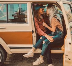 parking lot hangs with this cute lover boy 💛📻🎶 (ps, our new thrifting vlog is in my bio! Hippie Style, Hippie Boho, My Style, Chill Outfits, Cute Outfits, Boho Fashion, Winter Fashion, Style Fashion, Pinterest Photography