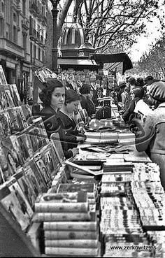 BARCELONA - LEICA 757 B - Ramblas - Feria del Libro - Dia de San Jordi by ARCHIVO ZERKOWITZ - fotografías antiguas, via Flickr