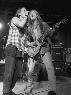 I loved the way Eddie dressed back in the 90s, thrift store chic! Adorable :) Eddie Vedder & Jerry Cantrell