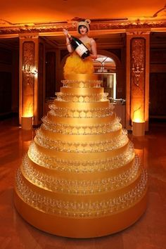 golden champagne tower /// #champagne #gold