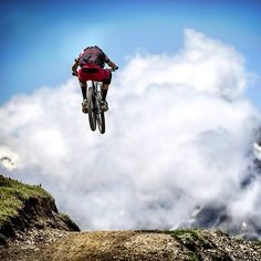 The secret: It's not riding, it's low level flying. #Freeride #MTB