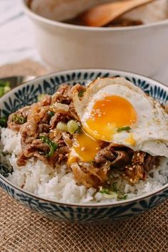 food Gyudon (Japanese Beef & Rice Bowls) Japanese Gyudon, thinly sliced fatty beef cooked in a slightly sweet mixture of mirin and soy sauce served over rice. Topped with an egg, Gyudon is the best! Asian Recipes, Beef Recipes, Cooking Recipes, Healthy Recipes, Healthy Food, Japanese Food Recipes, Healthy Rice, Cooking Tips, Meatball Recipes