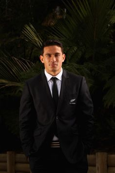 Sonny B Williams! N a suit! Samoan Men, Nz All Blacks, Sonny Bill Williams, Polynesian Men, What Makes A Man, Australian Football, Black Jesus, Rugby Men, Rugby Players