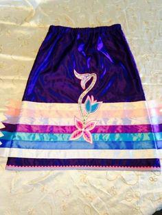 Ribbon skirt More Native American Clothing, Native American Regalia, Native American Fashion, Native Fashion, Traditional Skirts, Traditional Outfits, Applique Skirt, Jingle Dress, Powwow Regalia