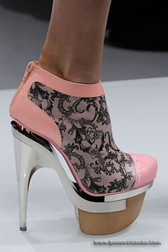nicki minaj shoes caught my eye  I kind of think they look like ice skates but ....