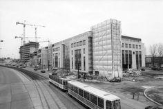Berlin | Architektur. Berlin-Marzahn 1994 die Pyramide entsteht