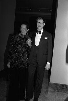 Diana Vreeland et Yves Saint Laurent, 1983 http://www.vogue.fr/culture/a-voir/diaporama/diana-vreeland-l-hommage-a-venise/7367#diana-vreeland-et-yves-saint-laurent-1983