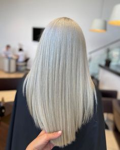 Straight blonde hair by Andrevia - GETT'S Color Bar Salon Iulius Mall Cluj Appointments: 0264 555 777 #getts #gettssalons #gettscolorbar #blondehair #longhair #straighthair