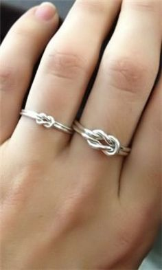 Love Knot Ring, i think this would be a cute alternative to diamond wedding rings Diy Jewelry, Jewelry Box, Jewelry Accessories, Jewelry Making, Jewlery, Do It Yourself Jewelry, Do It Yourself Fashion, Fashion Rings, Jewelry
