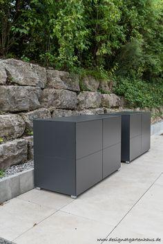 Terrassenschrank (@)win by design@garten, Augsburg - Germany. Projekt in Winterthur - grifflos, UV-beständig, Farbe Anthrazit #Balkonschrank #Terrassenschrank #Gartenschrank