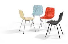 El estudio sueco o4i, diseño una silla para Blå Station, con el reto de domar una superficie 3D orgánica en madera contrachapada.