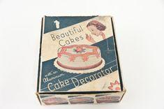 Vintage Cake Decorator, Vintage Kitchen, 1950's Kitchen 1950s Kitchen, Vintage Kitchen, Cake Decorating Set, Icing Recipe, Sweet Cakes, Birthday Cards, Happy Birthday, Beautiful Cakes, Vintage Items