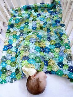 Floral Baby Blanket...  Frazadita floreada para bebé...