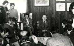 Santiago Carrillo en la rueda de prensa realizada en el Hotel España de Oviedo el 8 de marzo de 1977. Foto Sierra.