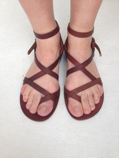 THEMIS:Feet Between Thumb Handmade leather sandals custom size available