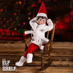 During the busy holiday season, take time to relax with family, just like this scout elf! | Elf on the Shelf Ideas