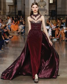 Winter / Fall Fashion Georges Hobeika Fall Winter 2017 Haute Couture Collection - this is so dramatic and gorgeous! Look Fashion, High Fashion, Fashion Design, Trendy Fashion, Winter Fashion, Beautiful Gowns, Beautiful Outfits, Couture Fashion, Runway Fashion