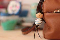 LE GRIGRI POUPÉE MARINIERE ♥ DIY ♥ ~ NOUF IN WONDERLAND Crafts To Make, Diy Crafts, Diy Cadeau, Creation Deco, Idee Diy, Moustache, Wonderland, Leather Backpack, Bucket Bag