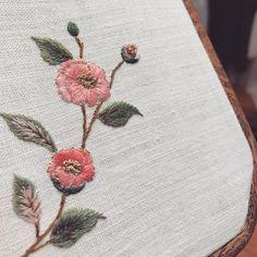 #동백꽃 #동백 #분홍동백 #꽃자수 #자수타그램 #봄 #프랑스자수 #자수 #stitch #hendmade #needlework #embroidery #embroideryart #embroiderydesign #embroideryhandmade