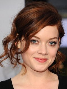 Jane Levy At the People's Choice Awards. Love how this hair is brown with red & enhances her eyes & skintone beautifully!