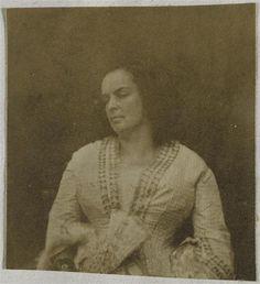 Madame Victor Hugo, un éventail à la main