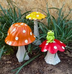 Vintage Glass Dish Mushrooms with a Frog Unique Whimsy #gardensculptures