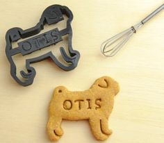 A christmas must-have for every puglover or owner: customized personal pug cookie cutter