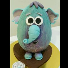 Elephant easter egg Easter Chocolate, Chocolate Art, Homemade Chocolate, Fondant Cakes, Cupcake Cakes, Easter Quotes, Biscuits, Chocolate Decorations, Egg Decorating
