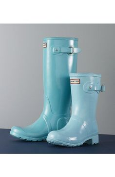 Come spring I'm ready to put away my dark rain boots! This turquoise short version is right up my alley for dealing with the coming spring showers! Short Rain Boots, Tall Boots, Whimsical Fashion, Hunter Rain Boots, Casual Bags, Waterproof Boots, Me Too Shoes, Fashion Shoes, Paleo