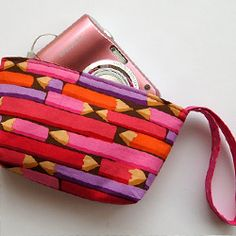 A simple tutorial to make a zippered pouch for a camera, iPhone/iPod or even use as a cosmetics or money pouch.