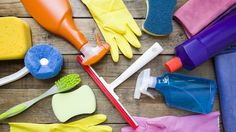 A good house cleaning schedule ensures a clean house. This ultimate house cleaning chart will help you keep track of what needs cleaning. House Cleaning Charts, House Cleaning Services, Household Cleaners, Household Items, Clean House Quotes, Dirty Kitchen, Clean House Schedule, Washing Soda, Dishwashing Liquid