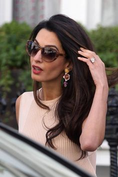 Amal Clooney dépense des fortunes en coiffure. Pour une coupe avec le coiffeur Serge Normant, elle payerait plus de 500 euros !
