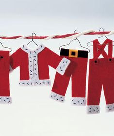 felt Christmas crafts---would be super cute as an Elfis idea!  He could do laundry while the kids sleep and then hang his clothes up to dry!