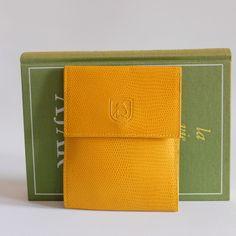 Portecarte moutarde , vintage 90s, Renouard, made in France par LesPtitesPepees sur Etsy https://www.etsy.com/fr/listing/268706752/portecarte-moutarde-vintage-90s-renouard